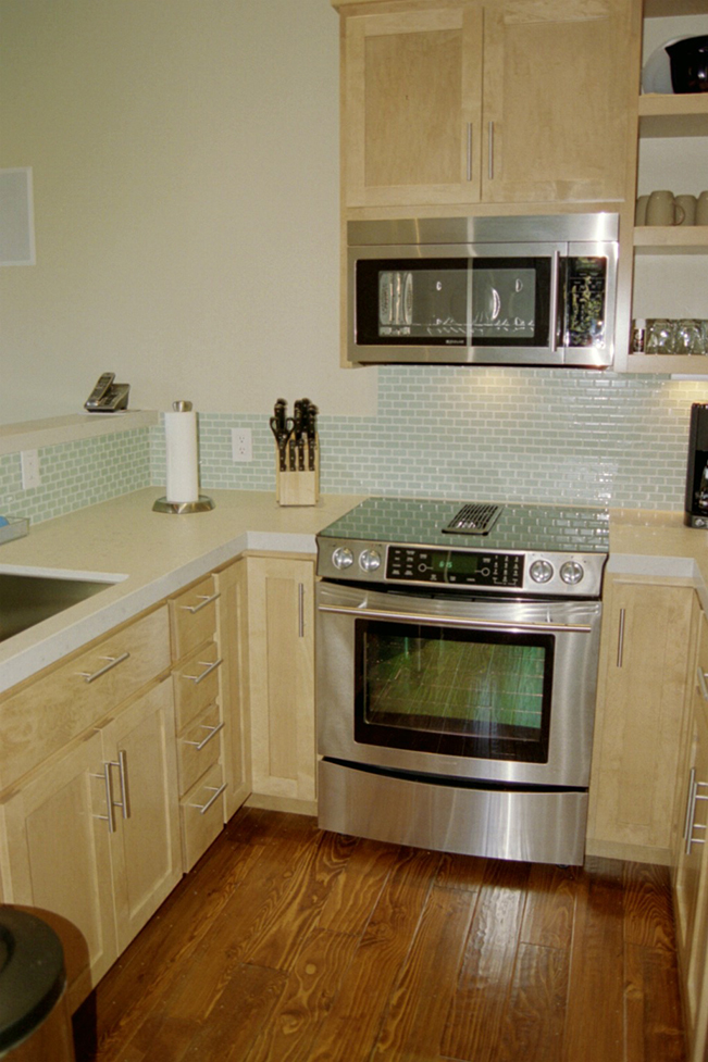 glass tiles, contemporary kitchen, maple cabinets, wood floor, san francisco, interior design